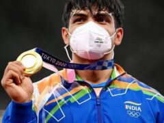 Bollywood-Celebrities-Neeraj-Chopra-Gold-Javelin-Throw